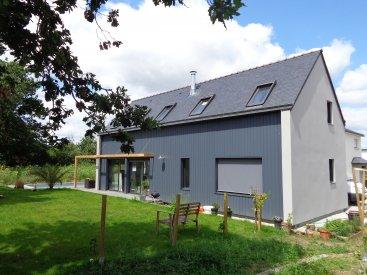 Maison bardage bois et enduit à Vannes